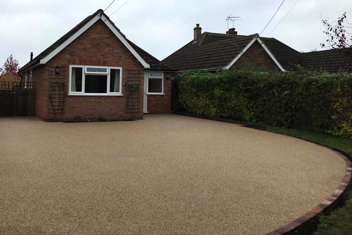 Pebble Beach colour resin driveway in Oxford installed by Easier